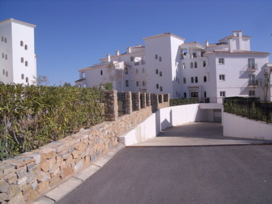 2 BEDROOM FRONTLINE APARTMENT IN HACIENDA RIQUELME, MURCIA.  	Luxury first floor apartment for sale , Spain