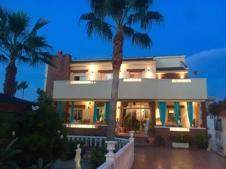 BEAUTIFUL STATELY VILLA IN CIUDAD QUESADA SUITABLE FOR BED AND BREAKFAST.       The villa is ,Spain