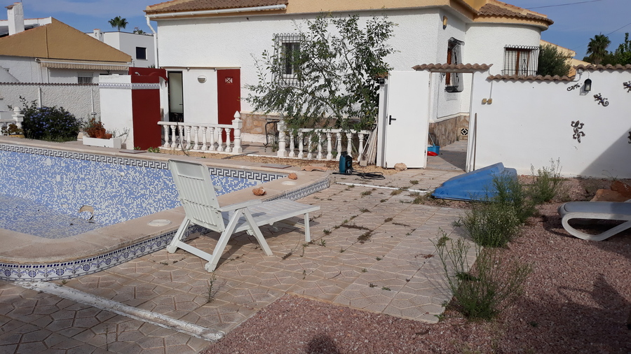 VILLA IN LA SIESTA ON A 850 Square metre Plot.     The 2 Bedroom villa is ready for expansion and ,Spain