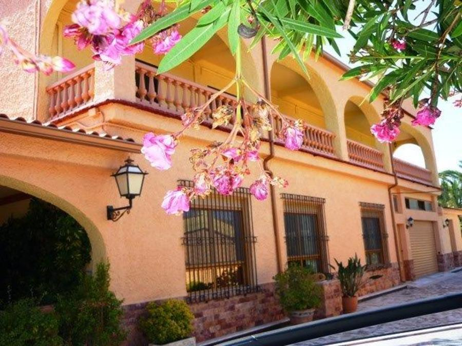 Finca 8 Bedroom  For sale