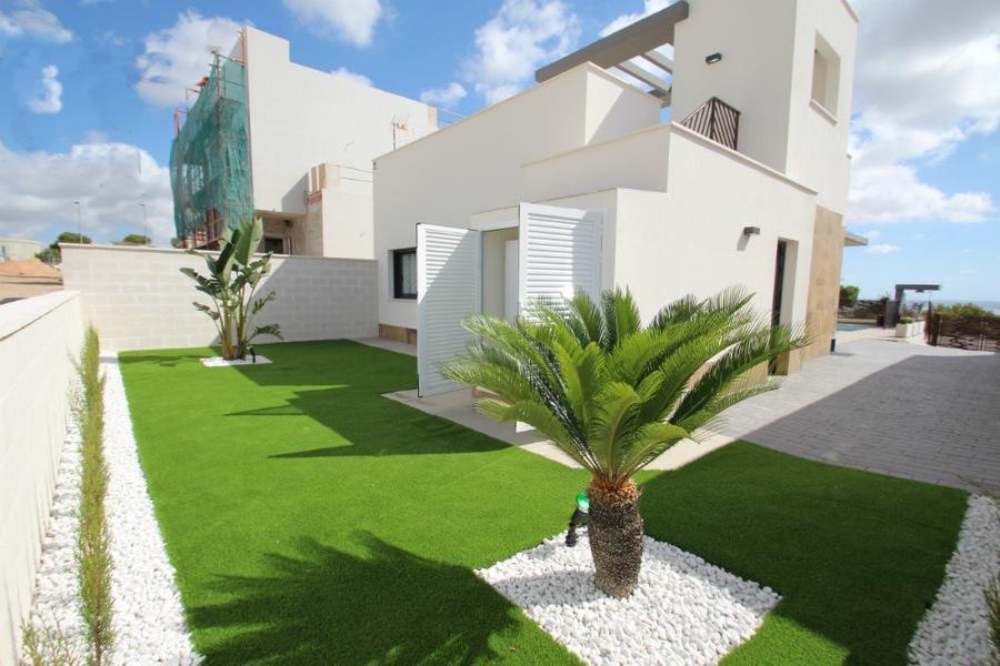 2 BEDROOM DETACHED VILLA IN PLAYA HONDA, MURCIA.   Playa Honda is situated at the entrance of La Ma,Spain
