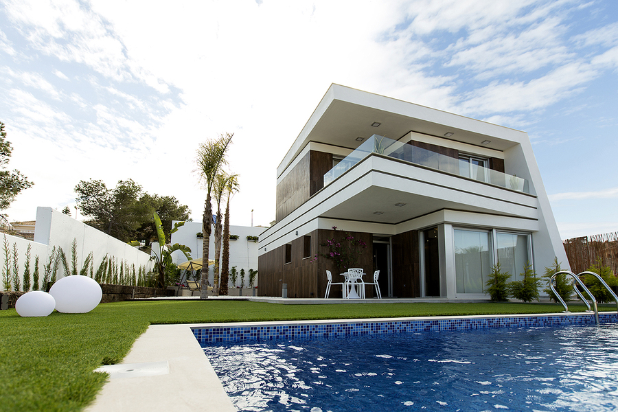VILLA IN LAS FILIPINAS, VILLAMARTandIacute;N, ORIHUELA COSTA.  	The property is fully furnished and , Spain