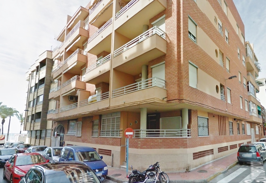 VERY SPACIOUS 3 BEDROOM APARTMENT IN TORREVIEJA CENTRE.  	Fantastic 3 bedroom apartment, furnished a, Spain