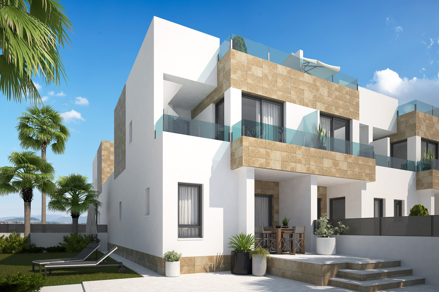 3 BEDROOM TOWNHOUSE IN ORIHUELA COSTA.  	This property is strategically located  in a gated complex , Spain