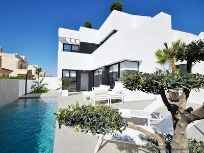 LPACT104: Villa in La Marina