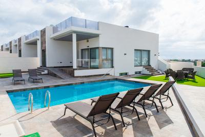 LPINN102: Villa in Villamartin
