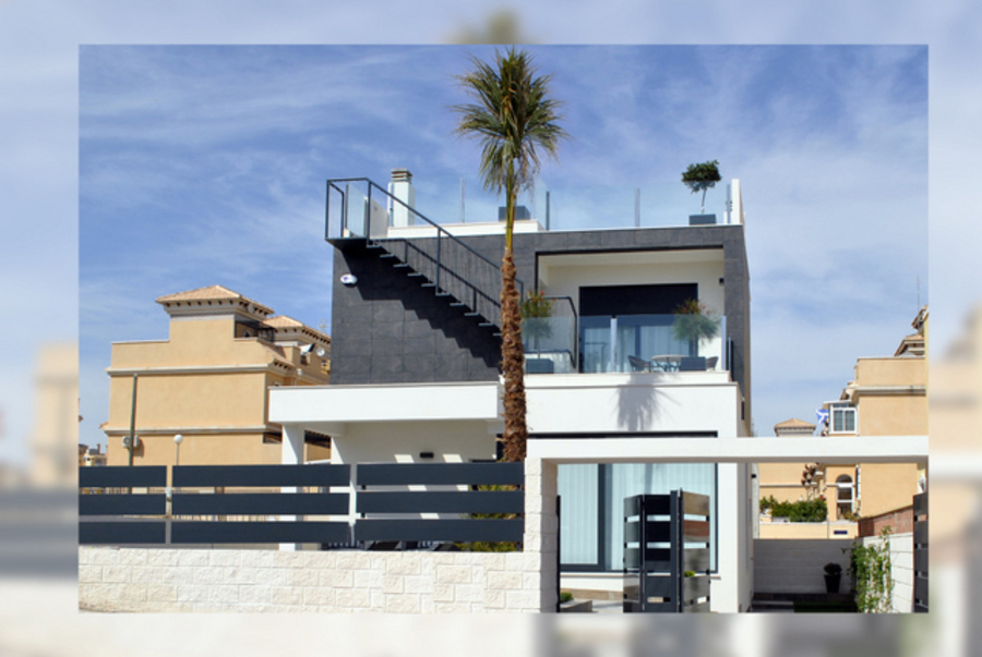 3 BEDROOM VILLA IN PAU26, VILLAMARTIN, ORIHUELA COSTA.  	This property is in a residential community, Spain