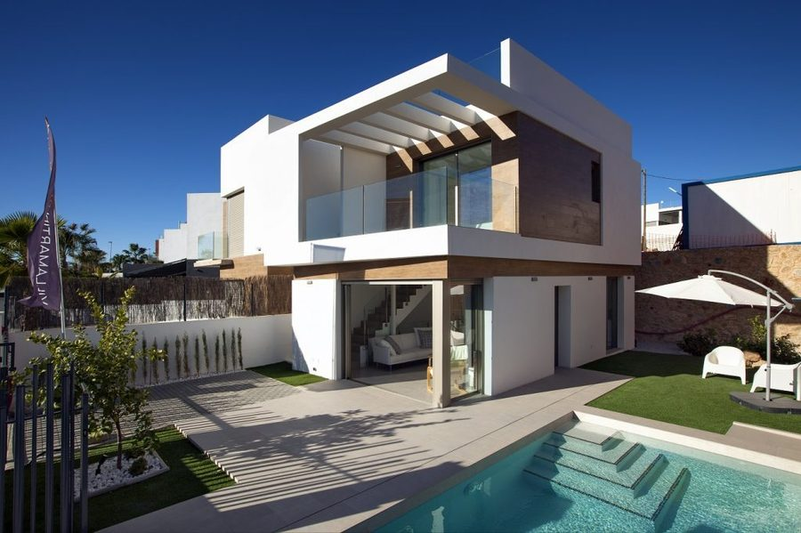 LUXURY 3 BEDROOM VILLA IN VILLAMARTIN, ORIHUELA COSTA.  	The property is on 2 levels and it is built, Spain
