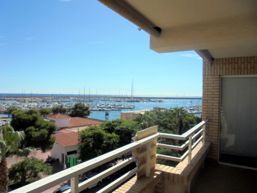 FRONT LINE APARTMENT OVERLOOKING THE INTERNATIONAL MARINA IN TORREVIEJA, ALICANTE.  	It is a sunny 2, Spain