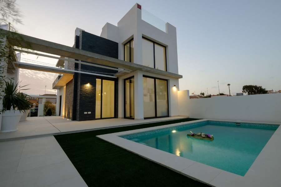4 BEDROOM DETACHED VILLA IN TORREVIEJA, CLOSE TO THE SEA.  This property is situated in a new resid,Spain