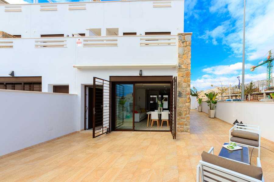 MODERN 3 BEDROOM TOWNHOUSE IN TORREVIEJA, ALICANTE.  	This property is a townhouse in a new resident, Spain