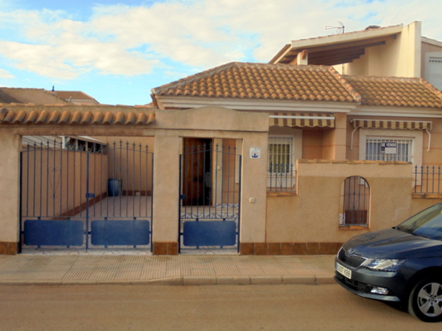 3 BEDROOM BUNGALOW IN LOS URRUTIAS, MURCIA.  	Lovely 3 bedroom bungalow, 1.5 bathroom. 200 metres to, Spain